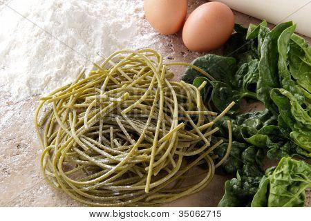 spaghetti handmade whit spinach