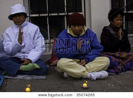 FALON GONG OUTSIDE CHINESE CONSULTATE