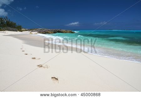 Spuren am Strand Desrt Little Exuma, Bahamas