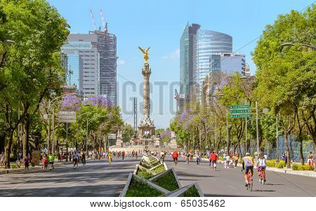 Sunday´s Bikers In Paseo De La Reforma, Mexico