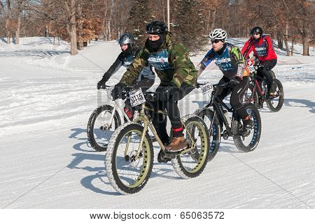 2014 Penn Cycle Fat Tire Loppet - Group Of Bikers On Course
