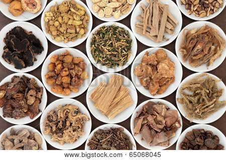 Large chinese herbal medicine selection in white china bowls.