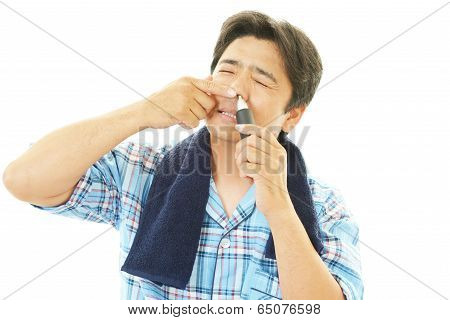 Man using nose hair trimmer
