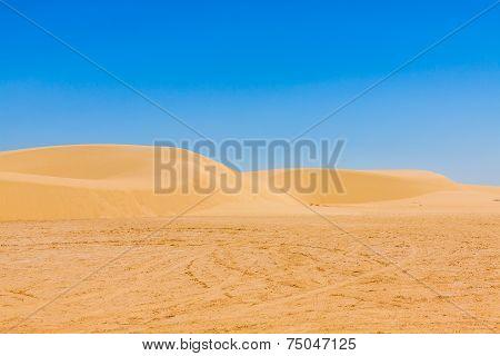 Sand Dunes Of Sahara Desert Near Ong Jemel In Tozeur,tunisia.