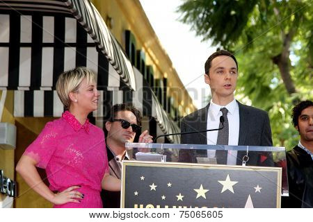 LOS ANGELES - OCT 29:  Kaley Cuoco, Jim Parsons at the Kaley Cuoco Honored With Star On The Hollywood Walk Of Fame at the Hollywood Blvd. on October 29, 2014 in Los Angeles, CA