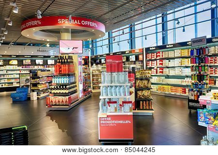 GENEVA - SEP 16: shop interior on September 16, 2014 in Geneva, Switzerland. Geneva International Airport is the international airport of Geneva. It is located 4 km northwest of the city centre