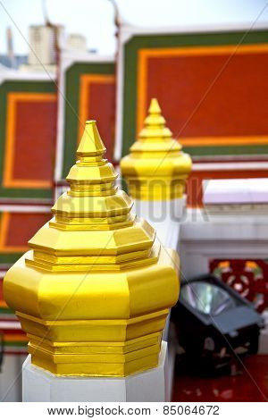 Roof  Gold    Temple   In   Bangkok  Electrical Lamp
