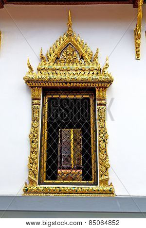 Window   In  Gold    Temple   Grate
