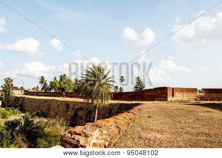 boundary wall view of an old dilapidated fort
