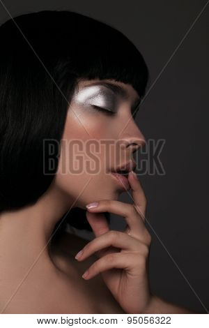 Closeup portrait of beautiful woman with bob hairstyle. Fashion model face With creative shiny makeu