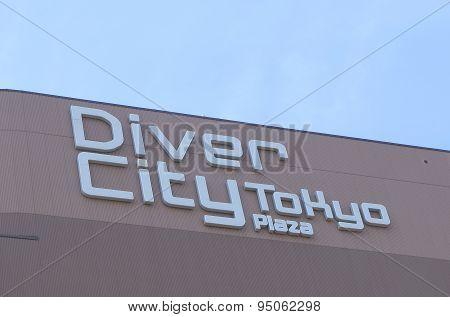 Divercity Tokyo plaza shopping mall Odaiba