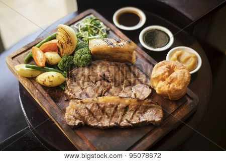 Roast Beef And Vegetables Classic British Meal