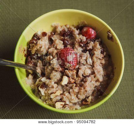 Oatmeal Porridge With Strawberries,walnutand Raisins