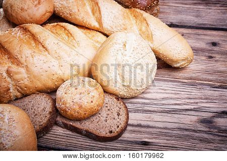 Fresh bread, baked goods, harvest on the farm, lots of baked goods, healthy food, a table of old wood, wood grain