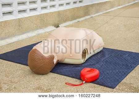 cpr dummy training and red pocket mask