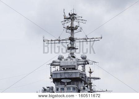 Mast warship. The lightning arresters and antenna shortwave and longwave data. Marine service.