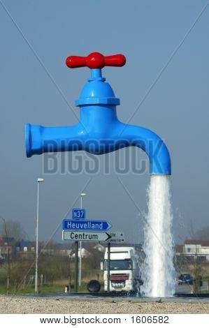 Torneira com água corrente