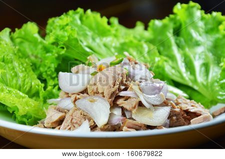 spicy tuna salad with lettuce on plate