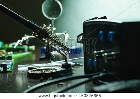 Repair of electronic devices by soldering machines