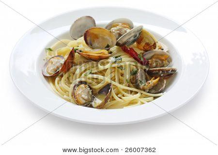 Linguine alla vongole bianco, Italian Cuisine , Clam sauce pasta