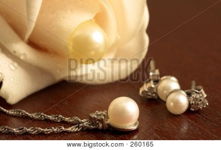Wedding Flower And Pearls