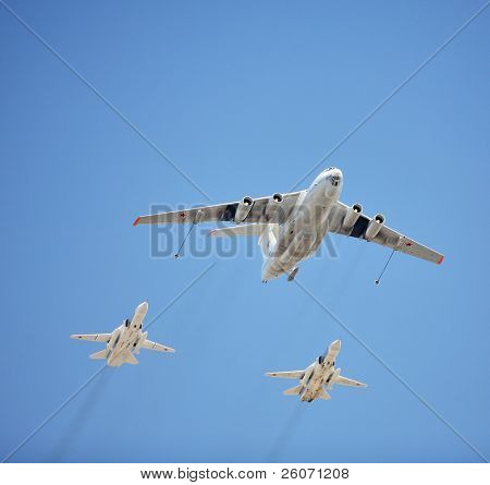 MOSCOW - MAY 9 : Russian Air Force airplanes (airborne early warning AWACS and Su-27) in formation at military parade devoted to the victory anniversary of the World War II May 9, 2009 in Moscow