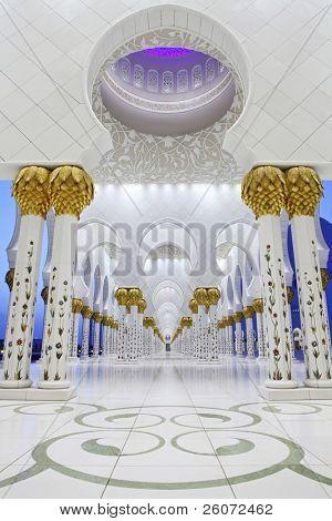 Interior de la mezquita Sheikh Zayed, Abu Dhabi, Emiratos Árabes Unidos
