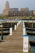 Постер, плакат: Пустой Марина на набережной в Буффало Нью Йорк