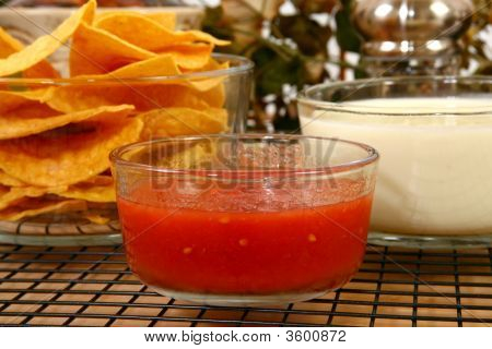 Salsa Nachos And Cheese Dip