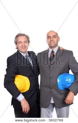 Dos jóvenes empresarios posando