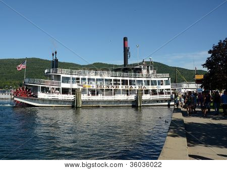 Leisure Boar Cruise On Lake George, Ny State