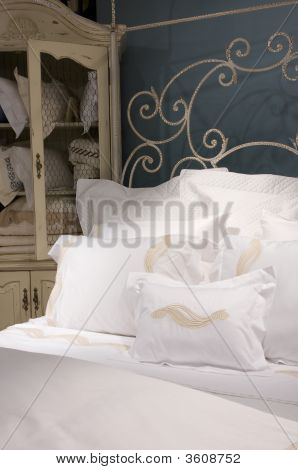 Crisp White Bedroom Set