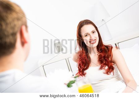 man brought his girlfriend breakfast in bed
