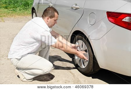 Car Wheel Defect Man Change Puncture