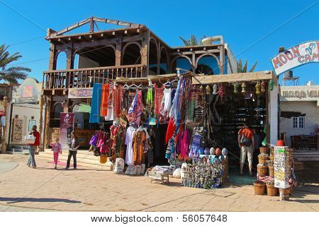 DAHAB, EGYPT - JANUARY 23: Few tourists in handicraft shop on January 23, 2011 in Dahab, Egypt. Most tourists fled the touristic zones of the Sinai.
