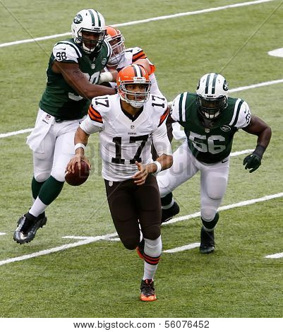 NEW YORK-DEC 22:  Cleveland Browns quarterback Jason Campbell (17) carries the ball against the New York Jets during the first half at MetLife Stadium.