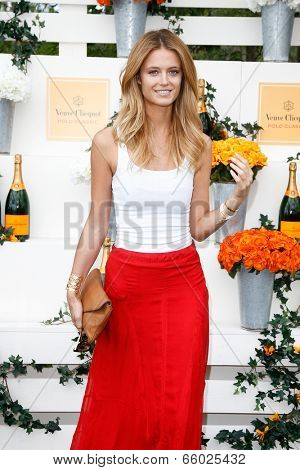 JERSEY CITY, NJ-MAY 31: Entrepreneur Lo Bosworth attends the 7th Annual Veuve Cliquot Polo Classic at Liberty State Park on May 31, 2014 in Jersey City, NJ.