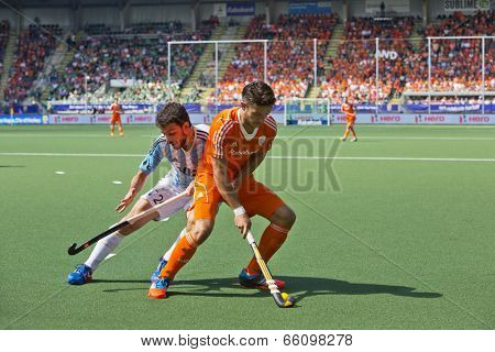 THE HAGUE, NETHERLANDS - JUNE 1:  Hockey player Kemperman (NED) fencing off  Brunet (ARG) during a charge at the Hockey World Cup 2014 in the  match between Netherlands and Argentina (3-1)
