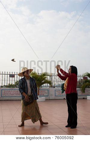 Bangkok , Thailand - December 8 : Unidentified Women  Set A Bird Free To Natural On December 8 , 200
