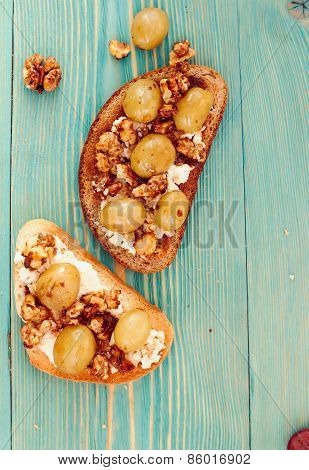 rye and wheat toasts with white grape, walnut and ricotta