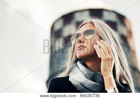 Blond fashion business woman calling on the cell phone outdoor