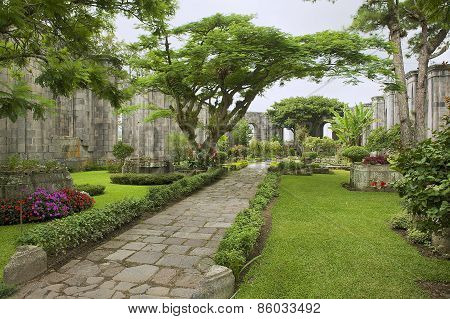 Exterior of the ruins of the Santiago Apostol church in Cartago, Costa Rica.