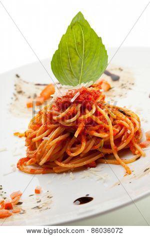 Spaghetti with Tomato Sauce and Grren Leaf