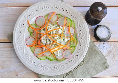 Salad with milk ricotta cheese and vegetables
