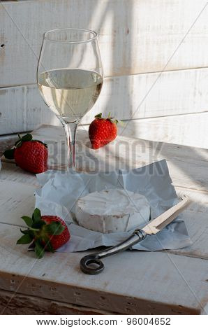 glass of wine, cheese and strawberries