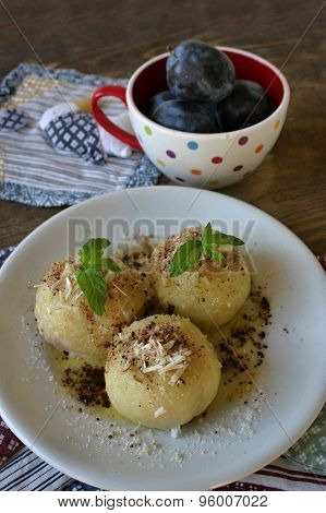 Fruit dumplings with plums