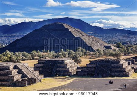 Temple Of Sun Avenue Of Dead Climbing Pyramid Teotihuacan Mexico City Mexico