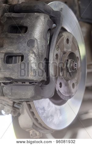 The brake mechanism of the car which is hung out on the lift