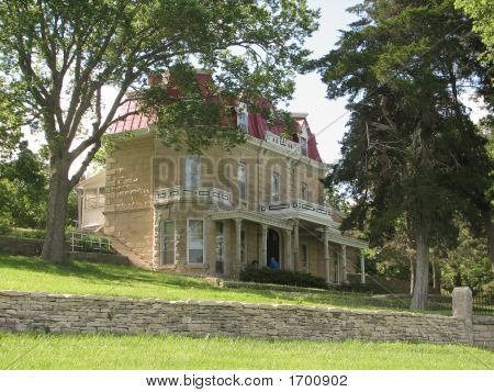 1800'S Kansas Mansion