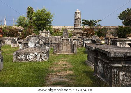 Cemitério holandês de Cochim, na Índia do estado de Kerala